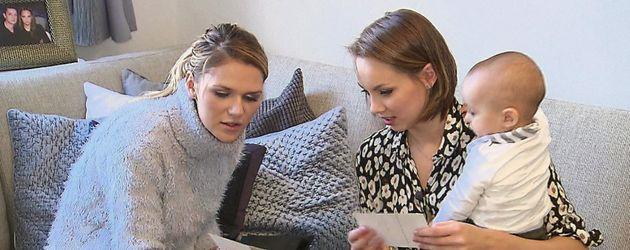 Model Sara Kulka (l.) und Model-Kollegin Kasia Lenhardt (r.)