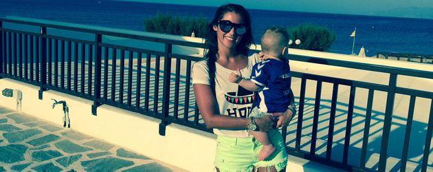 Sarah Lombardi mit Söhnchen Alessio im Urlaub auf Kreta