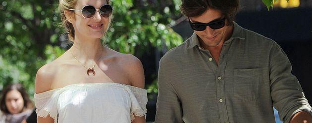 Schwangere Candice Swanepoel und Hermann Nicoli