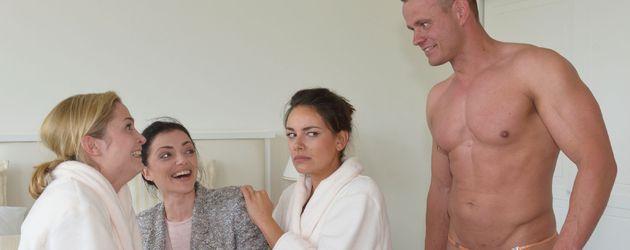 Sophie (Lea Marlen Woitack), Emily (Anne Menden) und Jasmin (Janina Uhse)