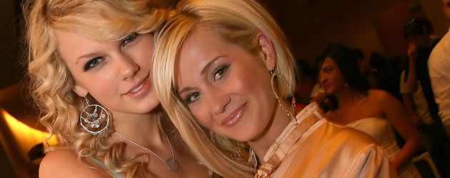 "Taylor Swift und Kellie Pickler 2007 bei der ""ACM New Artists Show"""
