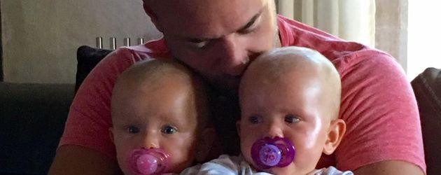 Ex-Bachelor Christian Tews mit seinen Zwillingen