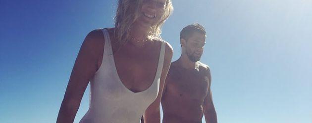 Toni Garrn und Chandler Parsons am Strand