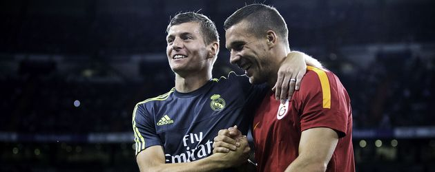 "Toni Kross (l.) & Lukas Podolski (r.) beim ""Trofeo Santiago Bernabéu""-Fußballturnier 2015 in Madrid"