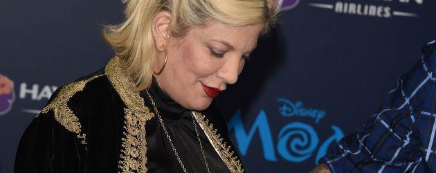 """Tori Spelling und eine ihrer Töchter bei der """"Moana""""-Premiere in L.A."""