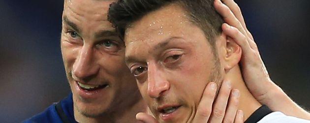 Mesut Özil und Laurent Koscielny bei der Fußball-EM in Marseille 2016
