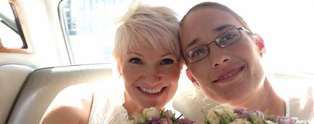 Trixie Hübschmann und ihre Ehefrau auf ihrer Hochzeitsfeier
