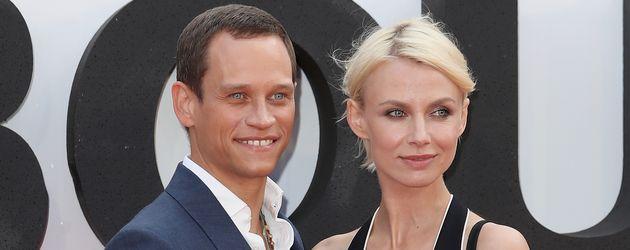 """Vinzenz Kiefer und seine Ehefrau Masha Tokareva bei der Premiere von """"Jason Bourne"""" in London"""